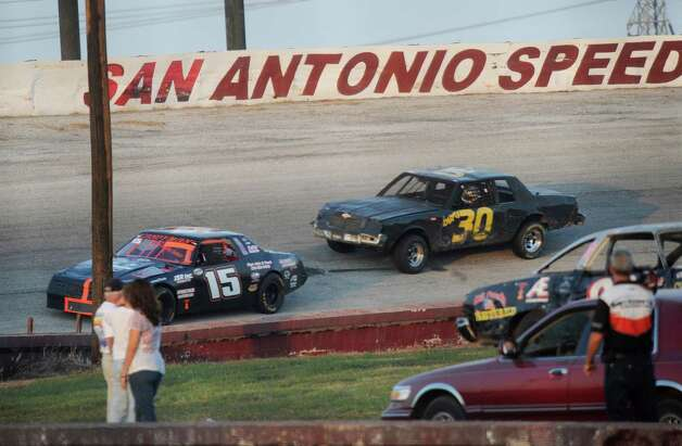 Hunter Montgomery in car 15 leads the field at the San Antonio Speedway on Texas Highway 16 South on Saturday, Oct. 20, 2012. The 35-year-old half-mile track has not hosted a race since 2007. Photo: Billy Calzada, Express-News / © 2012 San Antonio Express-News