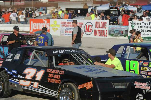 Drivers prepare for the start of their late-model modifieds 35-lap race at the San Antonio Speedway on Texas Highway 16 South on Saturday, Oct. 20, 2012. The 35-year-old half-mile track has not hosted a race since 2007. Photo: Billy Calzada, Express-News / © 2012 San Antonio Express-News