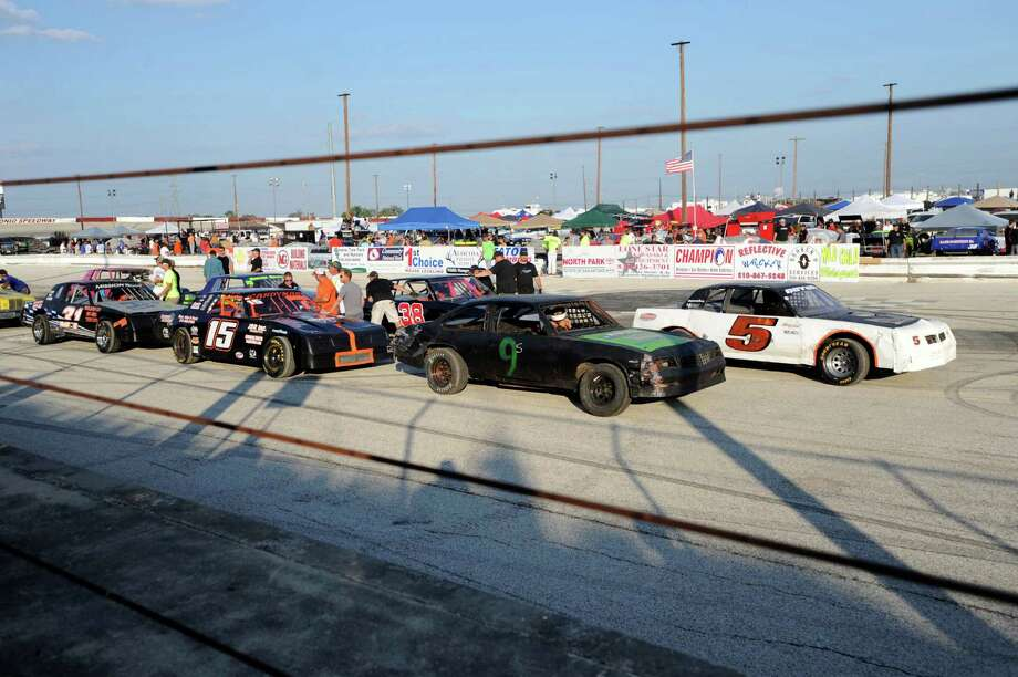 Late-model modifieds line up for the start of their 35-lap race at the San Antonio Speedway on Texas Highway 16 South on Saturday, Oct. 20, 2012. The 35-year-old half-mile track has not hosted a race since 2007. Photo: Billy Calzada, Express-News / © 2012 San Antonio Express-News
