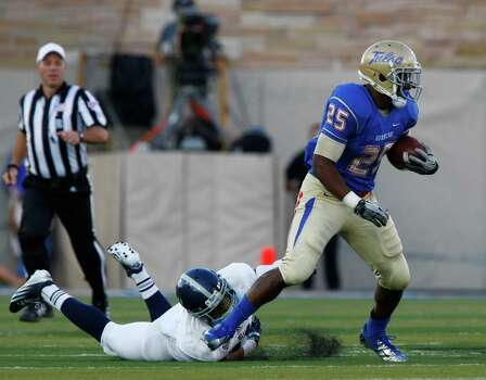 Tulsa's Ja'Terian Douglas carries during the second half against Rice in an NCAA college football game Saturday, Oct. 20, 2012, in Tulsa, Okla. Photo: Tom Gilbert, Associated Press / Tulsa World