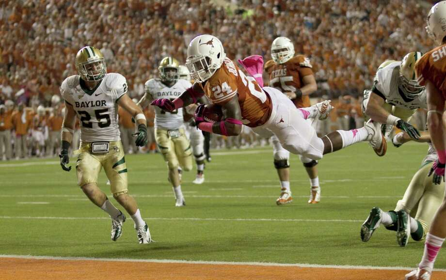 Texas running back Joe Bergeron leaps into the end zone. Photo: Jay Janner, McClatchy-Tribune News Service / Austin American-Statesman