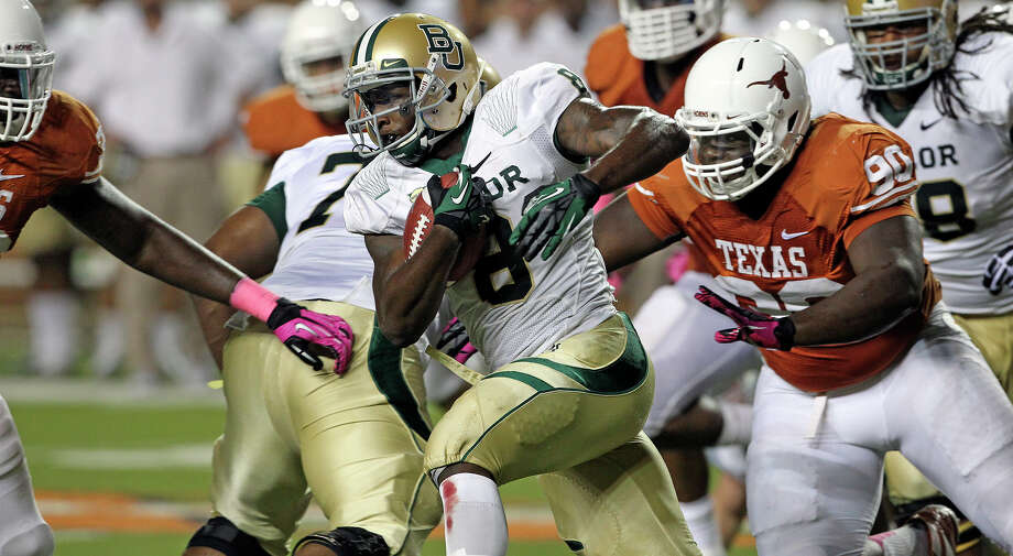 Glasco Martin tries the left side for the Bears as Texas hosts Baylor at Darrell K Royal - Texas Memorial Stadium Stadium  on October 20, 2012. Photo: Tom Reel, Express-News / ©2012 San Antono Express-News