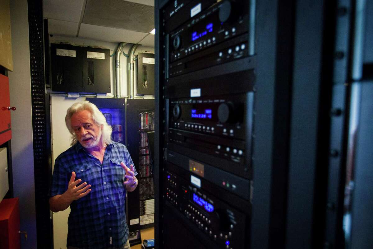 A computer control center operated the house's network -- cutting-edge technology in 2012. Bleyzer, who studied engineering and quantum physics, is president and CEO of the private equity firm Sigma Bleyzer, which invests in former Soviet-bloc countries.