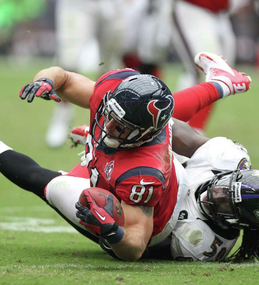 Houston Texans tight end Owen Daniels (81) lands with the ball against Baltimore Ravens linebacker Dannell Ellerbe (59) during the second quarter of an NFL football game, Sunday, Oct. 21, 2012, at Reliant Stadium in Houston. Photo: Nick De La Torre, Houston Chronicle / © 2012  Houston Chronicle