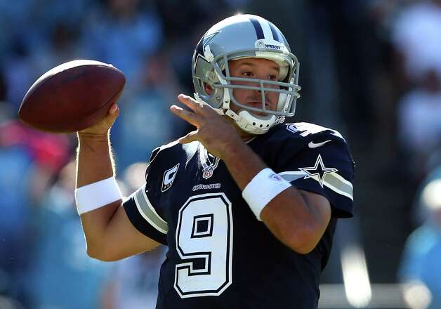 CHARLOTTE, NC - OCTOBER 21:  Tony Romo #9 of the Dallas Cowboys drops back to pass against the Carolina Panthers at Bank of America Stadium on October 21, 2012 in Charlotte, North Carolina. Photo: Streeter Lecka, Getty Images / 2012 Getty Images