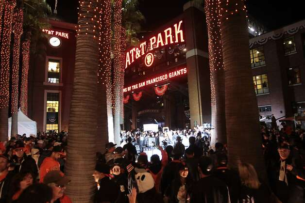 Giants fans fill Willie Mays Plaza after the Giants win the sixth game of the NLCS against the St. Louis Cardinals in San Francisco on Sunday, Oct. 21, 2012. Photo: Mathew Sumner, Special To The Chronicle