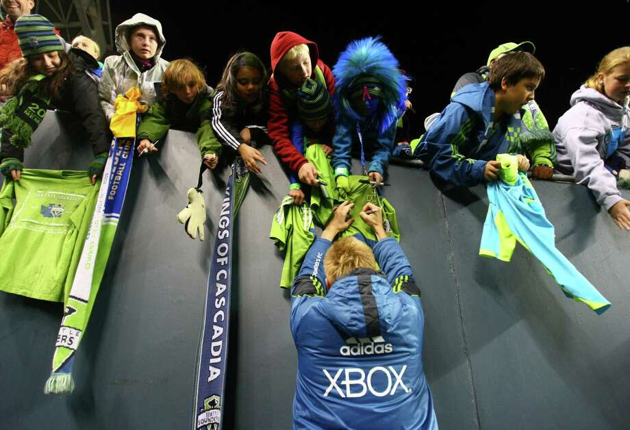 Sounders players sign autographs after the game. Photo: JOSHUA TRUJILLO / SEATTLEPI.COM