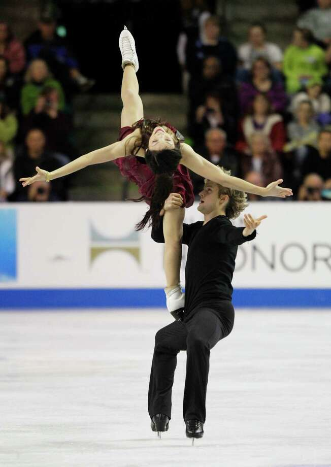 USA's Meryl Davis and Charlie White skate in their first-place finish in the ice dance event. Photo: AP