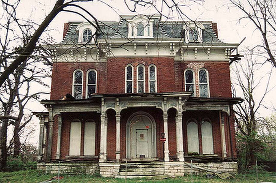 McPike Mansion in Alton, IL (Zillow.com/ Flickr user Black.Doll) Photo: Picasa