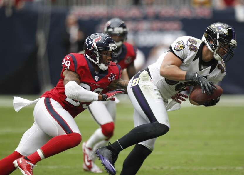 Texans strong safety Glover Quin (29) covers Baltimore Ravens tight end Dennis Pitta (88) during the