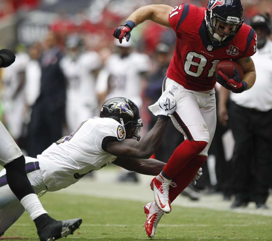 Texans tight end Owen Daniels (81) tries to avoid the tackle from Ravens strong safety Bernard Pollard (31) during the second quarter. (Brett Coomer / Houston Chronicle)