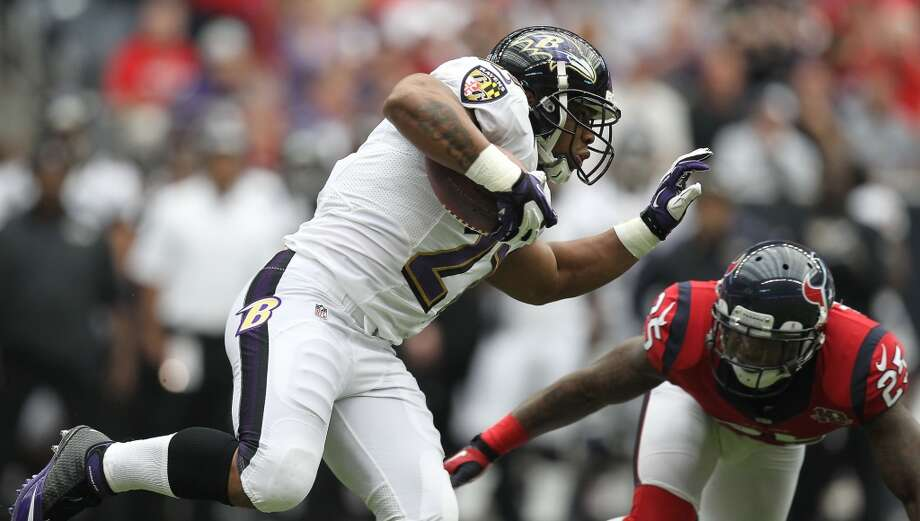 Ravens running back Ray Rice (27) tries to avoid the tackle of Texans cornerback Kareem Jackson (25) during the first quarter. (Nick de la Torre / Houston Chronicle)