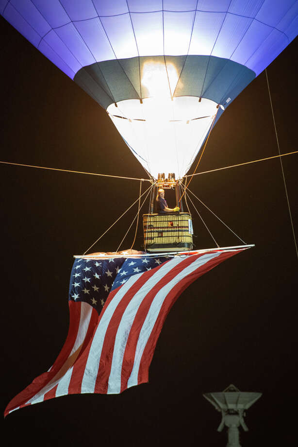 Bucketlist.net allows people to post things on their bucket list. The site then ranks the list by popularity. here are a the top 10 activities recently listed. 10: Fly a hot air balloon Photo: Smiley N. Pool, AP / © 2011  Houston Chronicle