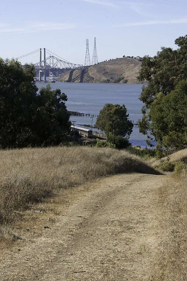 The Amtrak passes alongside the Carquinez Regional Shoreline on Friday, October 19, 2012. Photo: Alejandra Bayardo, The Chronicle