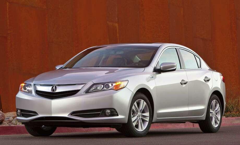 Acura Ilx Hybrid Boasts High 30s Mpg