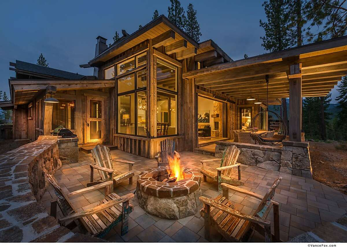 One of Martis Camp's Lodge Cabins, a collaboration between architects Clare Walton and Ronald A. Todd. A glass-enclosed Vista Room offers panoramic views and doubles as a secondary social space.