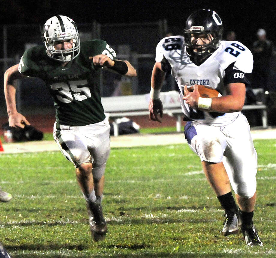 Marcus Esteves carries the ball for a touchdown as Oxford plays football at New Milford Monday, Oct. 22, 2012. Photo: Michael Duffy