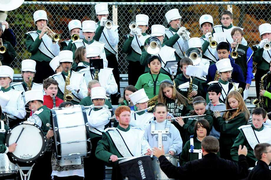 Oxford plays football at New Milford Monday, Oct. 22, 2012. Photo: Michael Duffy / The News-Times