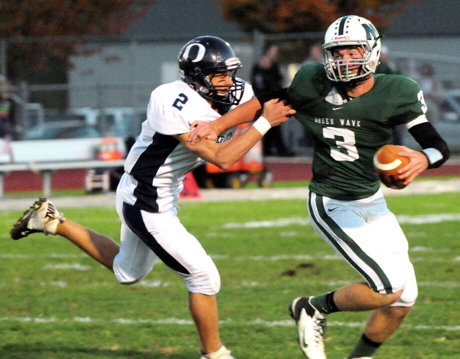 Oxford plays football at New Milford Monday, Oct. 22, 2012. Photo: Michael Duffy