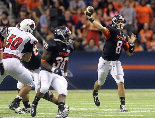 UTSA quarterback Eric Soza (08) attempts a pass against Northwestern Oklahoma State at the Alamodome on Saturday, Sept. 22, 2012. Photo: Kin Man Hui, SAN ANTONIO EXPRESS-NEWS / ©2012 San Antonio Express-News