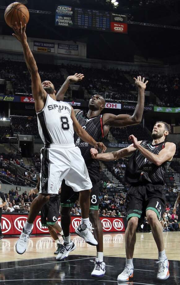 San Antonio Spurs' Patty Mills shoots around Montepaschi Siena's Benjamin Eze and Montepaschi Siena's Viktor Sanikidze during first half action Saturday Oct. 6, 2012 at the AT&T Center. (Edward A. Ornelas / San Antonio Express-News)