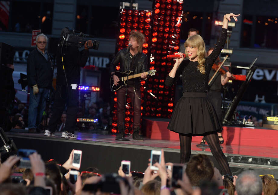 NEW YORK, NY - OCTOBER 23:  Singer/songwriter Taylor Swift peforms at ABC News' Good Morning America Times Square Studio on October 23, 2012 in New York City.  (Photo by Mike Coppola/Getty Images) Photo: Mike Coppola, Getty Images / 2012 Getty Images