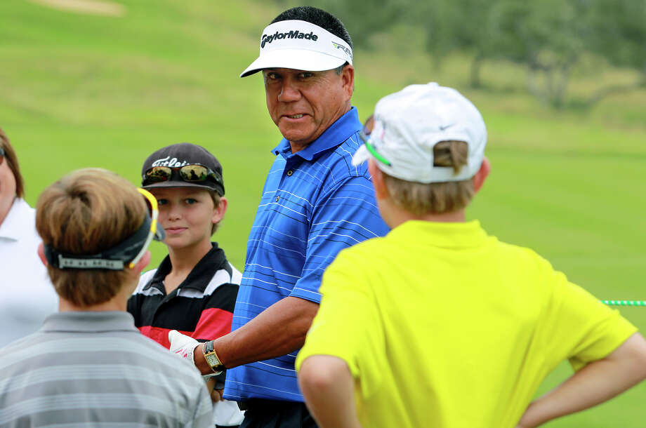 Esteban Toledo talks with some young golfers who were playing in his junior pro-am group Tuesday at TPC San Antonio. Photo: Tom Reel, San Antonio Express-News / ©2012 San Antono Express-News