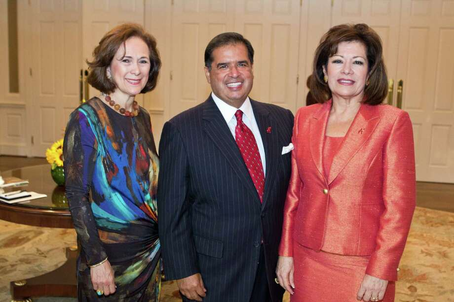 "Co-chairs Franelle Rogers, left, and Roberto and Irma Gonzalez at the Houston A+ Challenge's ""Power of the Network"" dinner at River Oaks Country Club. Photo: Monica Kressman"