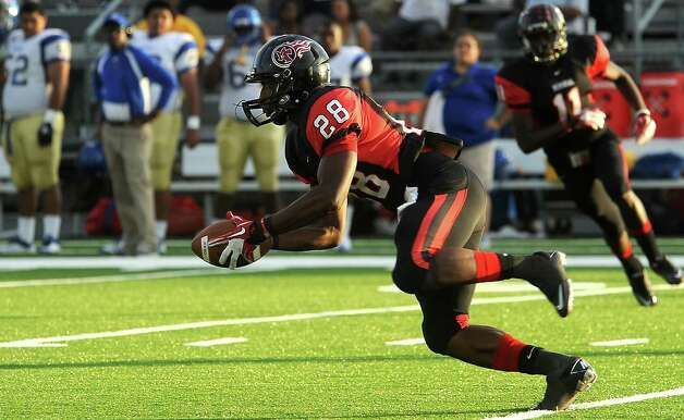 Memorial's Darius Lemora receives the kick-off during the game against Ozen at Memorial Stadium in Port Arthur, Friday. Tammy McKinley/The Enterprise Photo: TAMMY MCKINLEY