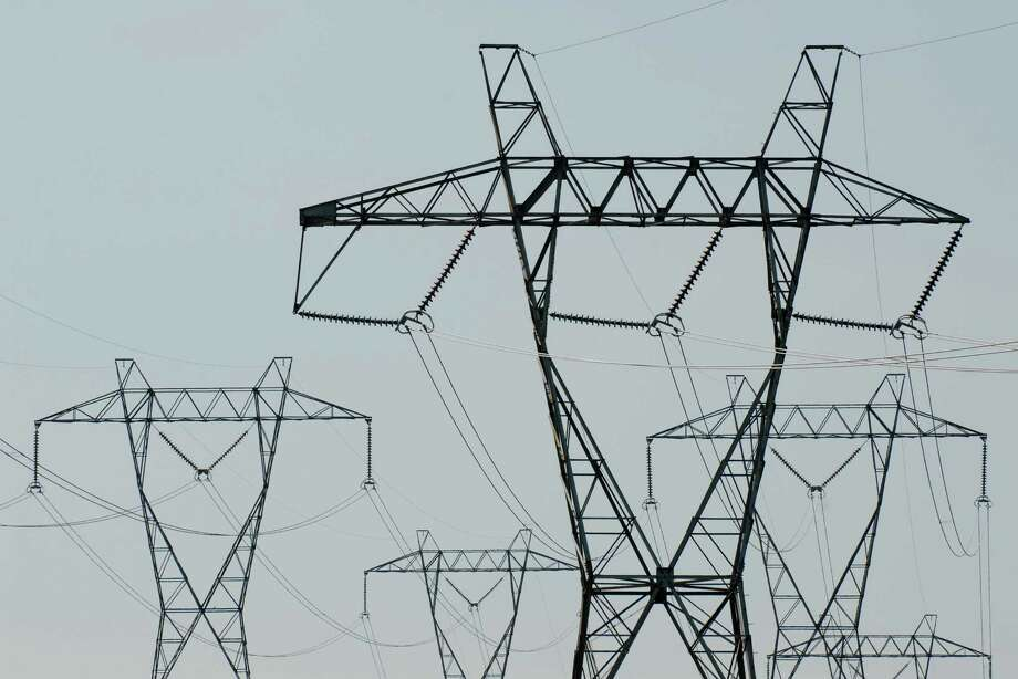 Power lines in New Scotland, Monday July 5, 2010. (Will Waldron /Times Union) Photo: STAFF / 00009395A