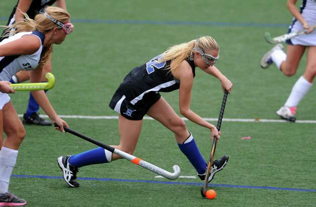 Darien's Claire Culliton controls the ball during their field hockey game against Staples at Staples High School in Westport. Photo: Autumn Driscoll / Connecticut Post