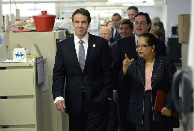 Governor Andrew Cuomo tours the biology research lab on the RPI campus in Troy, N.Y. with RPI president Shirley Ann Jackson Oct 23, 2012.   (Skip Dickstein/Times Union) Photo: SKIP DICKSTEIN / 10019787A