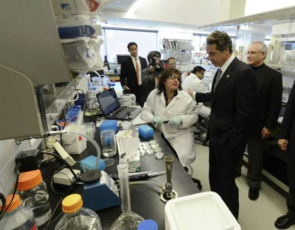 Governor Andrew Cuomo speaks with RPI researcher Elana Paskaleva in the lab in the Bio-Medical building on the RPI campus in Troy, N.Y. Oct 23, 2012 during a tour of local businesses as part of a Economic Development Council program.   (Skip Dickstein/Times Union) Photo: SKIP DICKSTEIN / 10019787A