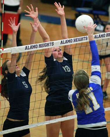 Chargers players Loren Bragg (5) and Kelsey Lemmons defend against a shot by the Lady Mules' Lauren Brockwell as Boerne Champion beats Alamo Heights 3-0 in volleyball at the Alamo Heights gym on Tuesday, Oct. 23, 2012. Photo: Tom Reel,  San Antonio Express-News / ©2012 San Antono Express-News