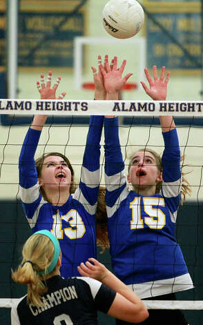 The Lady Mules' Sloan Evans (13) and McKay Kyle go after a tip by the Chargers' Claire Kreuz as Boerne Champion beats Alamo Heights 3-0 in volleyball at the Alamo Heights gym on Tuesday, Oct. 23, 2012. Photo: Tom Reel,  San Antonio Express-News / ©2012 San Antono Express-News