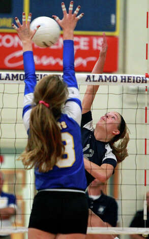 The Chargers' Haley Higgins tries a kill shot against the Lady Mules' Sloan Evans as Boerne Champion beats Alamo Heights 3-0 in volleyball at the Alamo Heights gym on Tuesday, Oct. 23, 2012. Photo: Tom Reel,  San Antonio Express-News / ©2012 San Antono Express-News