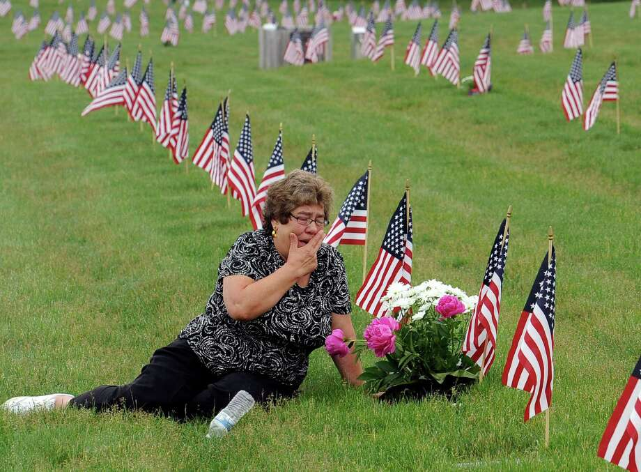 A reader ays it's important to honor members of the military who have died and left a legacy of service. The reader urges others to join a project to provide wreaths for military graves Photo: Christine Hochkeppel, Associated Press / The Cape Cod Times