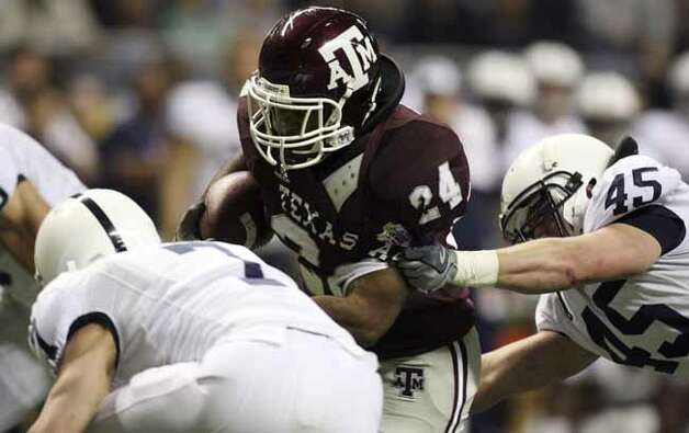 FOR SPORTS - Texas A&M's Chris Alexander tries to shake the tackle of Penn State's Sean Lee during first half actiton of the Valero Alamobowl Saturday Dec. 29, 2007 at the Alamodome. (PHOTO BY TOM REEL/STAFF) Photo: TOM REEL, SAN ANTONIO EXPRESS-NEWS / SAN ANTONIO EXPRESS-NEWS