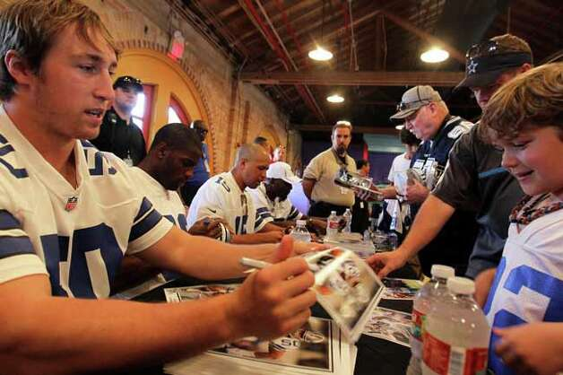 Sean Lee signs a photo for Peyton Purcell, 8, during Cowboys Fan Fest at Sunset Station, Sunday, May 7, 2012. (JENNIFER WHITNEY) Photo: JENNIFER WHITNEY, SPECIAL TO THE EXPRESS-NEWS / SAN ANTONIO EXPRESS-NEWS