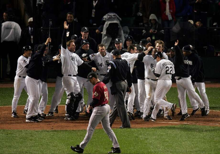 Astros reliever Brad Lidge walks off the field as Chicago White Sox players celebrate Scott Posednik game-winning home run in the bottom of the ninth. The White Sox defeated the Astros, 7-6, in Game 2. (Chronicle)