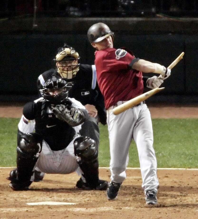 Astros' Craig Biggio breaks his bat grounding out to Chicago White Sox second baseman Tadahito Iguchi in the fifth inning of Game 2. (Chronicle)
