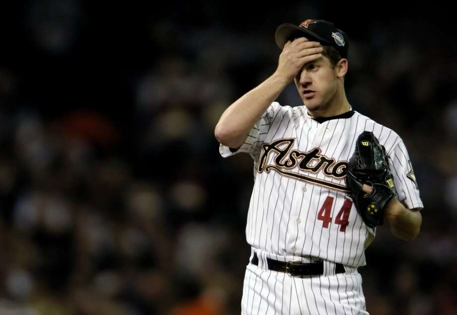 Astros starter Roy Oswalt wipes his face in frustration after walking Paul Konerko in the seventh inning, and he was then pulled with Russ Springer replacing him during Game 3. (Melissa Phillip / Chronicle)