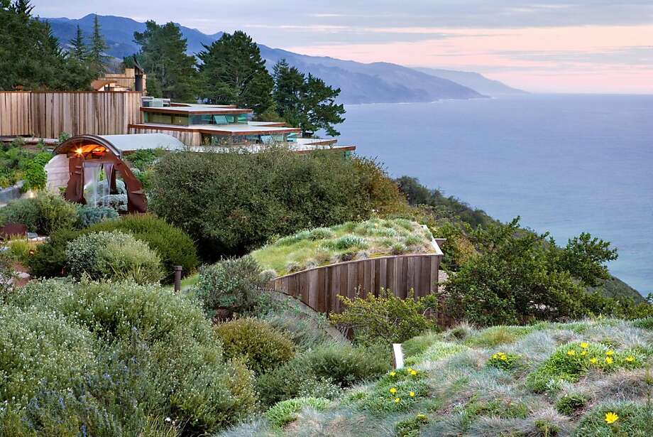 The Post Ranch Inn's Sierra Mar restaurant and the garden roof of Ocean House blend into the Big Sur landscape. Photo: Kodiak Greenwood