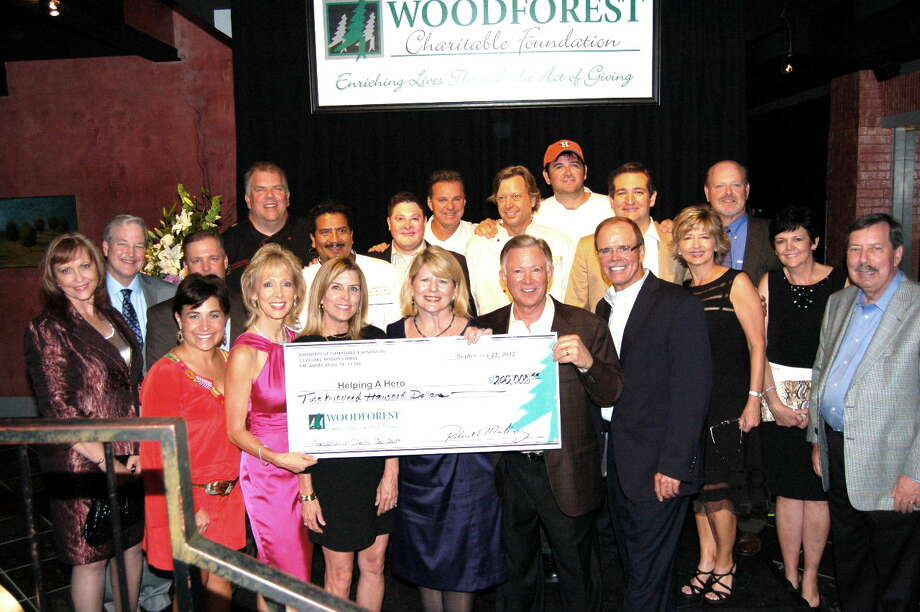 Woodforest Charitable Foundation's Connoisseurs for Charity fundraising gala featured five celebrity chefs at Amerigos Grille.