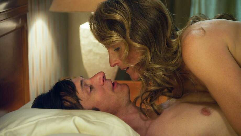 Helen Hunt as  Cheryl Cohen Greene  and John Hawkes as  Mark O'Brien  in Sessions Photo: Fox Searchlight Pictures