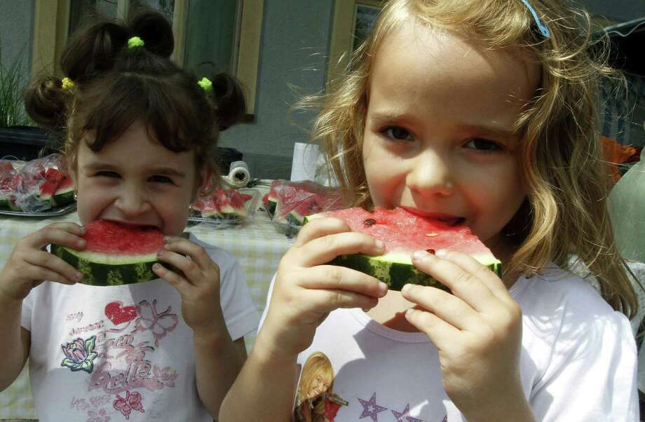 TRUE OR FALSE:Who cares about oldsters. What about kids? Organic food is definitely more nutritious for their developing bodies and brains. Photo: STR, . / 2010 AFP