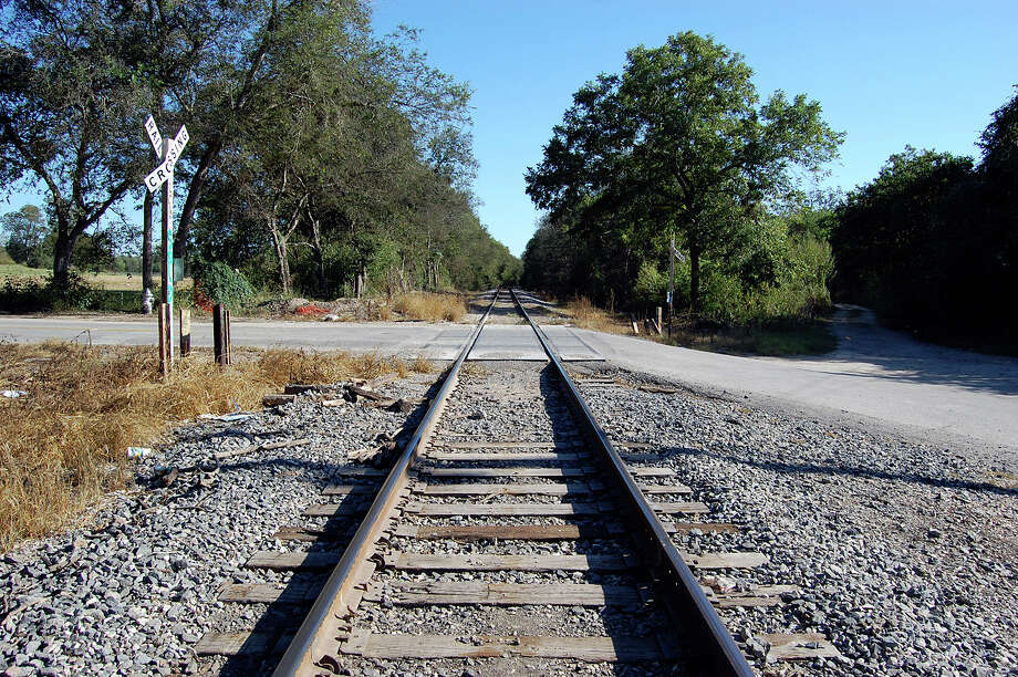You parked your car on these railroad tracks – where Villamain Road becomes Shane Road in San Antonio – to see if the ghost children would push your car across. Photo: Michelle Mondo, San Antonio Express-News / SAN ANTONIO EXPRESS NEWS