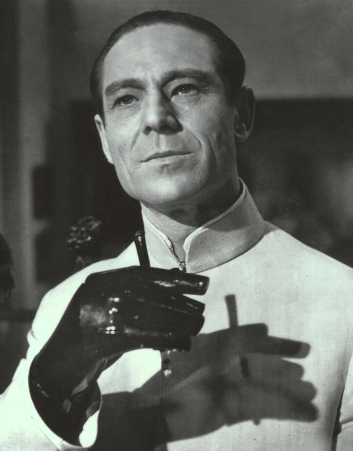 "Joseph Wiseman in, ""Dr. No"" in 1962. (mmms) Photo: MGM/UA Entertainment, NYT / MGM/UA ENTERTAINMENT"