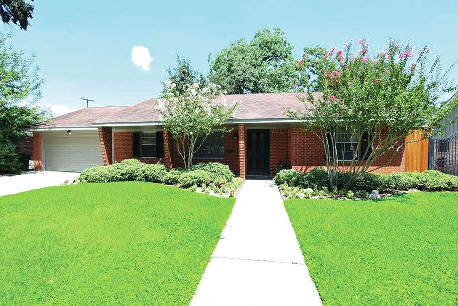 7214 Alderney Dr | $359,000 | Heritage Texas Properties | Agent: Margaret Labbé | 713.965.0812 | Photo: HTP