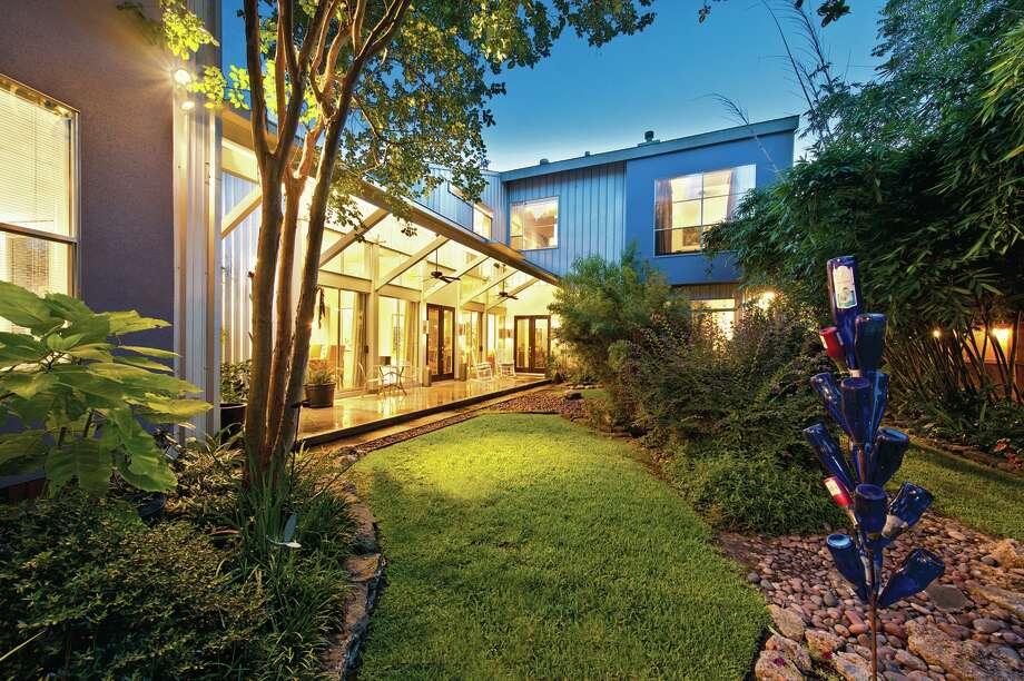 1211 Malone| $820,000 | Heritage Texas Properties | Agent: Mary Kay Casey | 713.965.0812 | Photo: HTP